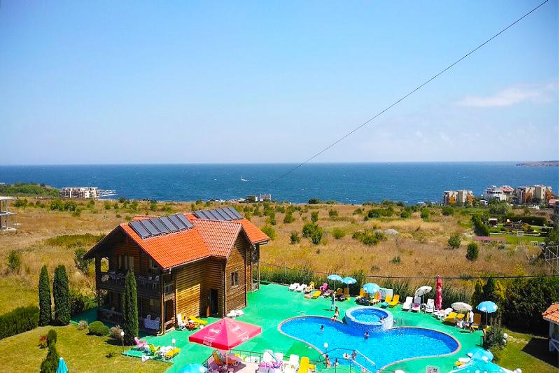 Нощувка на човек със закуска, обяд и вечеря + 2 басейна и джакузи в хотел Роза, Черноморец, снимка 5