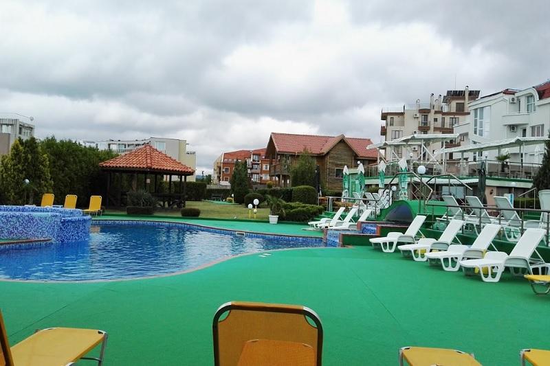 Нощувка на човек със закуска, обяд и вечеря + 2 басейна и джакузи в хотел Роза, Черноморец, снимка 8