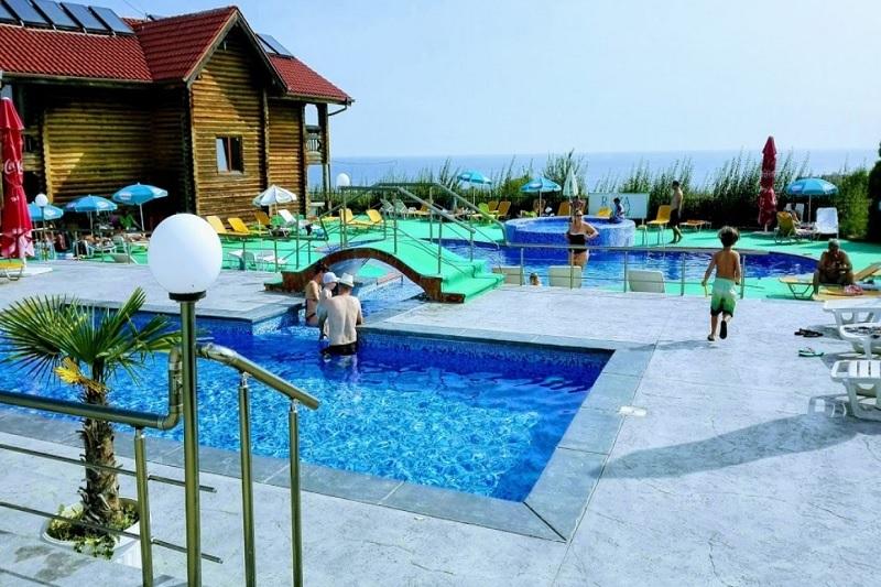 Нощувка на човек със закуска, обяд и вечеря + 2 басейна и джакузи в хотел Роза, Черноморец, снимка 7