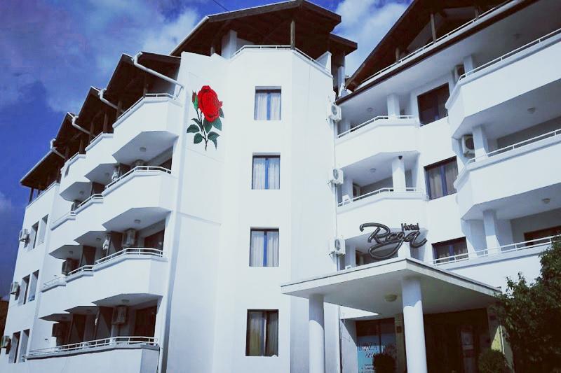 Нощувка на човек със закуска, обяд и вечеря + 2 басейна и джакузи в хотел Роза, Черноморец, снимка 3