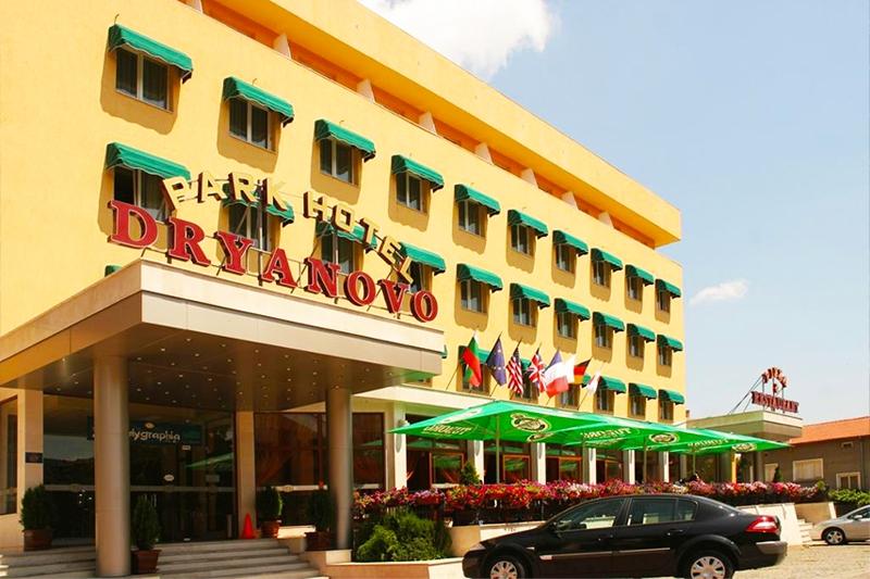 Нова Година в парк хотел Дряново! 2, 3 или 4 нощувки на човек със закуски и вечери, едната празнична + ползване на Руска или Римска баня в Дряново, снимка 2