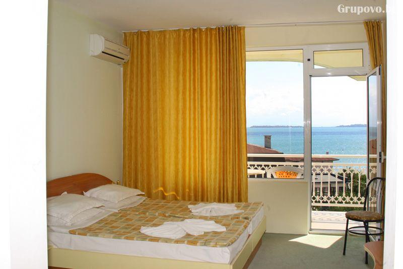Лято на 50м. от плажа в Свети Влас! Нощувка на човек със закуска и вечеря + басейн от хотел Панорама***, снимка 7