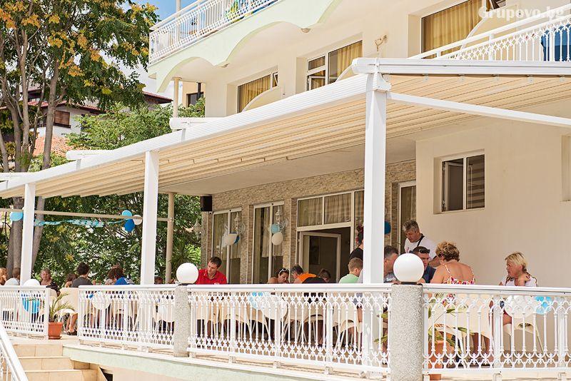 Лято на 50м. от плажа в Свети Влас! Нощувка на човек със закуска и вечеря + басейн от хотел Панорама***, снимка 9
