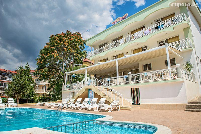 Лято на 50м. от плажа в Свети Влас! Нощувка на човек със закуска и вечеря + басейн от хотел Панорама***, снимка 3