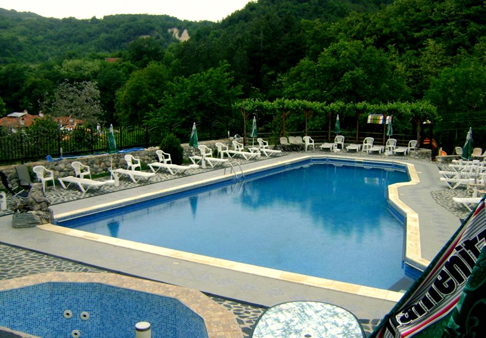 Лято в Мелник! Нощувка на човек със закуска и вечеря + басейн от Комплекс Рожена, снимка 4