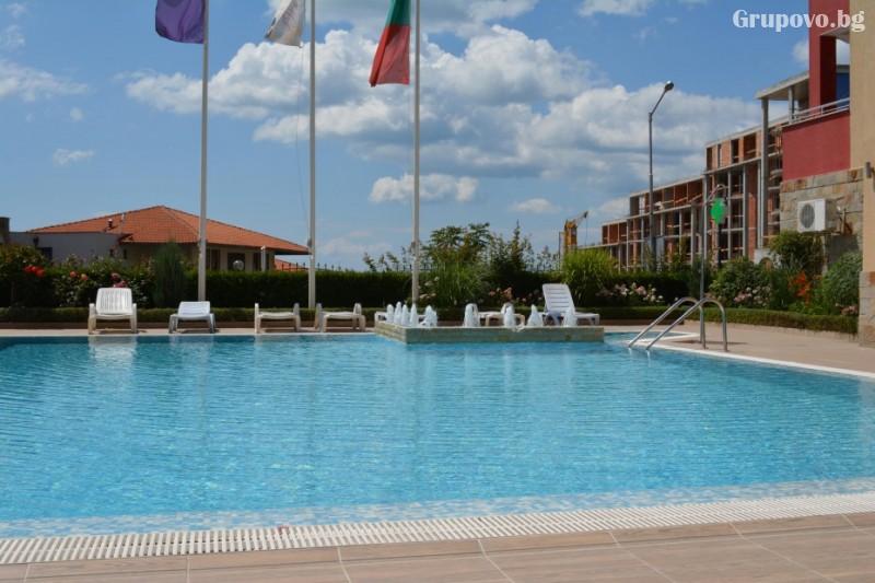 Нощувка на човек със закуска и вечеря + басейн в хотел Александра, Свети Влас, снимка 3