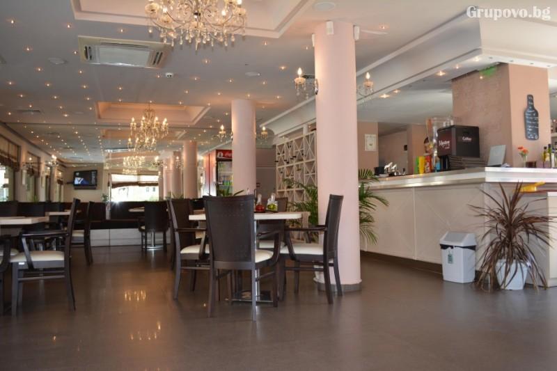 Нощувка на човек със закуска и вечеря + басейн в хотел Александра, Свети Влас, снимка 9