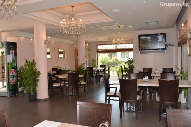 Нощувка на човек със закуска и вечеря + басейн в хотел Александра, Свети Влас, снимка 8