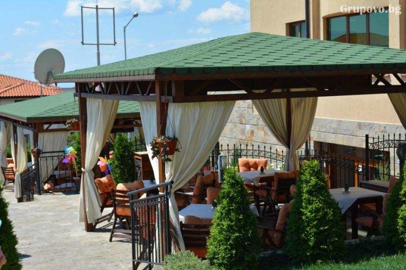 Нощувка на човек със закуска и вечеря + басейн в хотел Александра, Свети Влас, снимка 5
