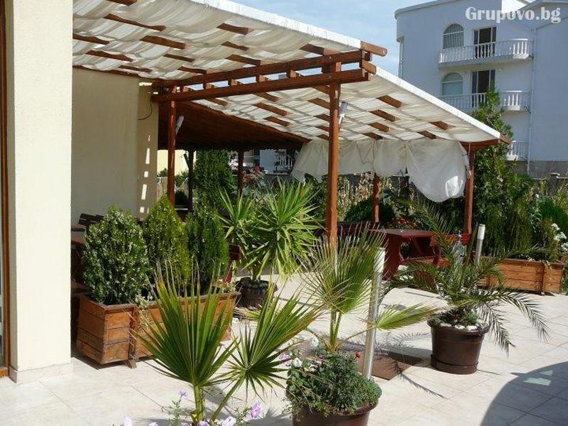 Нощувка за двама, трима или четирима + басейн в хотел Атива, Лозенец, снимка 8
