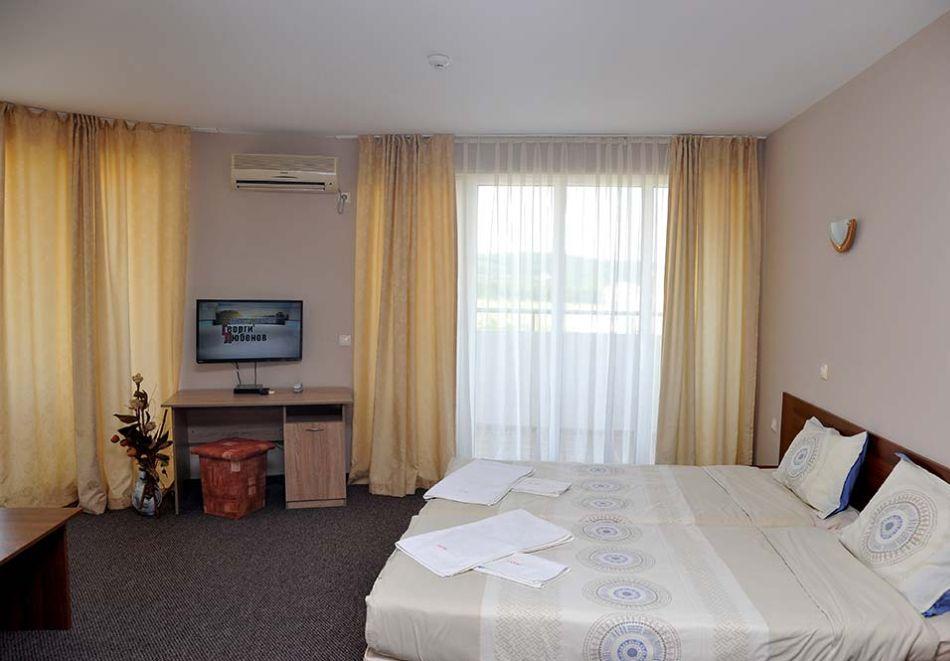 Нощувка на човек със закуска, обяд* и вечеря + басейн в хотел Левел, Приморско, снимка 6