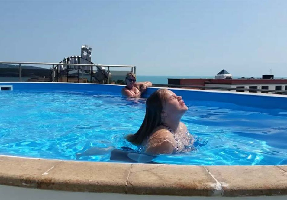 Нощувка на човек със закуска, обяд* и вечеря + басейн в хотел Левел, Приморско, снимка 3