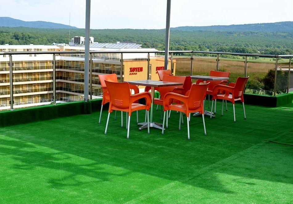 Нощувка на човек със закуска, обяд* и вечеря + басейн в хотел Левел, Приморско, снимка 11