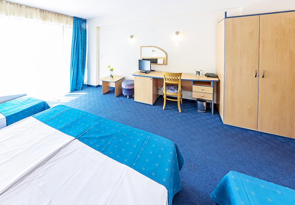 Нощувка на човек на база All Inclusive + басейн и анимация от хотел Холидей Парк****, Златни пясъци, снимка 7