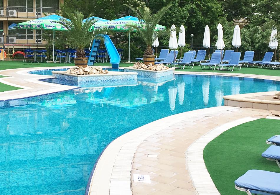 Нощувка на човек на база All Inclusive + басейн и анимация от хотел Холидей Парк****, Златни пясъци, снимка 3