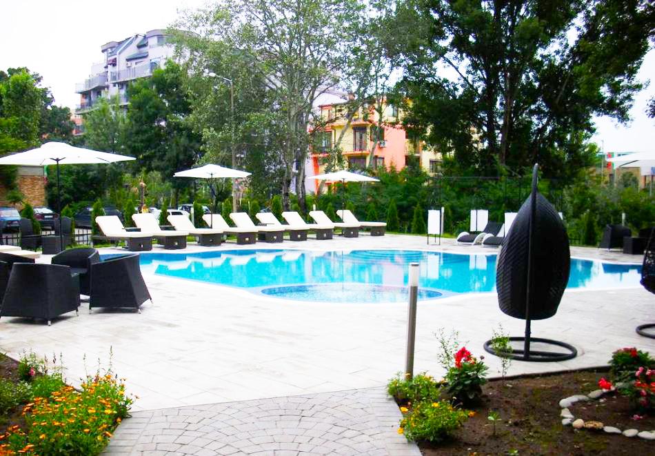 Нощувка на човек със закуска, обяд* и вечеря + басейн в хотел Мида, Слънчев Бряг, снимка 4