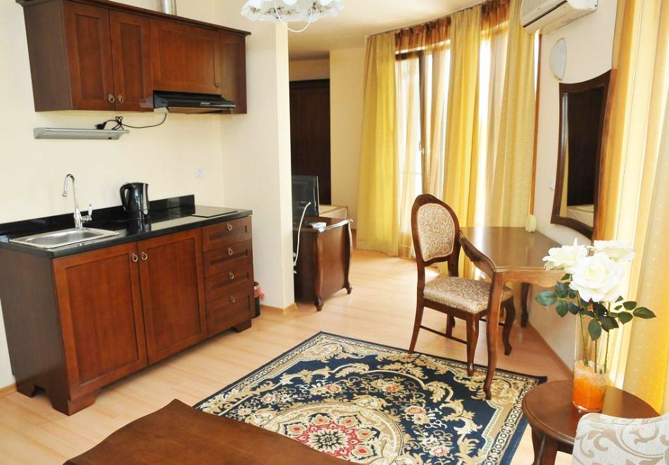 Нощувка на човек със закуска, обяд* и вечеря + басейн в хотел Мида, Слънчев Бряг, снимка 8