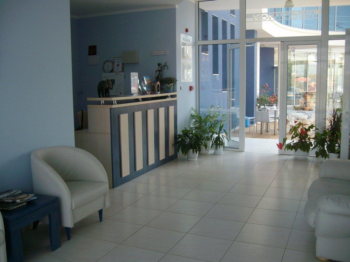 Нощувка със закуска за двама в хотел Десислава, Равда, снимка 8