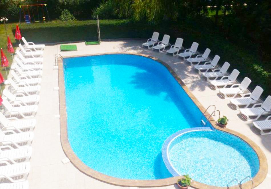 1, 2 или 3 нощувки на човек със закуски и вечери + басейн в хотел Дева, Слънчев бряг. Дете до 12г. - безплатно!, снимка 3
