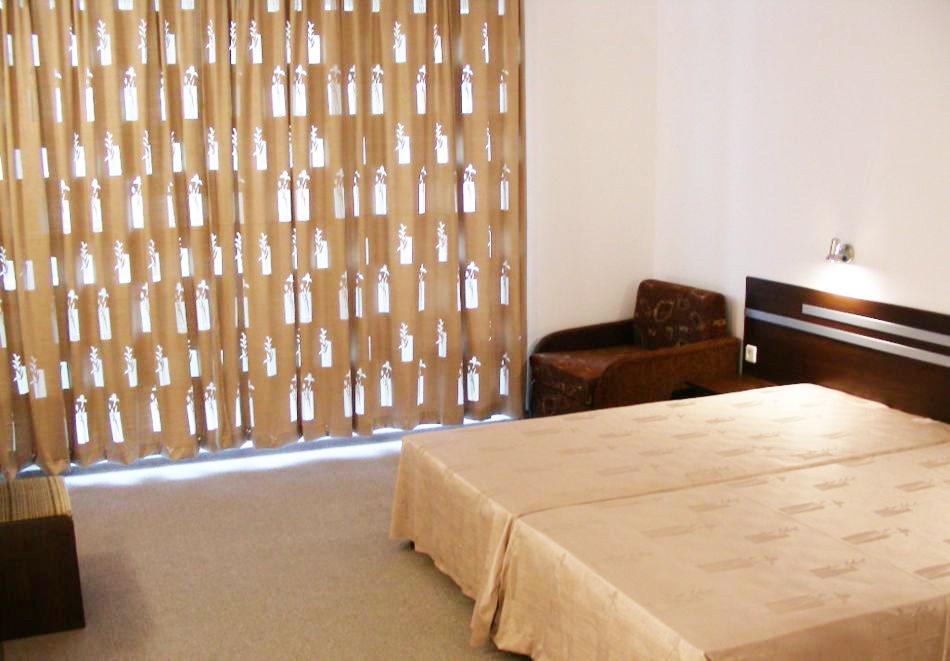 1, 2 или 3 нощувки на човек със закуски и вечери + басейн в хотел Дева, Слънчев бряг. Дете до 12г. - безплатно!, снимка 7