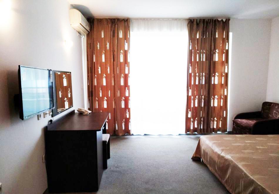 1, 2 или 3 нощувки на човек със закуски + басейн в хотел Дева, Слънчев бряг. Дете до 12г. - безплатно, снимка 6