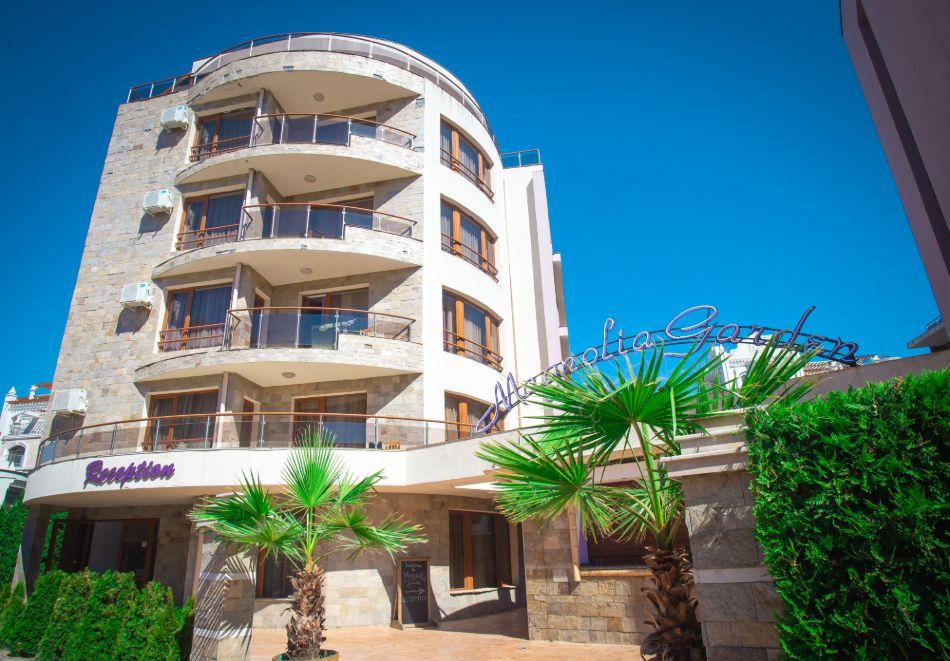 1, 2 или 3 нощувки на човек със закуски + басейн в Апарт хотел Магнолия Гардън, Слънчев бряг. Дете до 12г. - безплатно, снимка 2