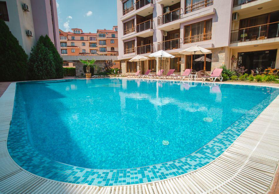 1, 2 или 3 нощувки на човек със закуски + басейн в Апарт хотел Магнолия Гардън, Слънчев бряг. Дете до 12г. - безплатно, снимка 3