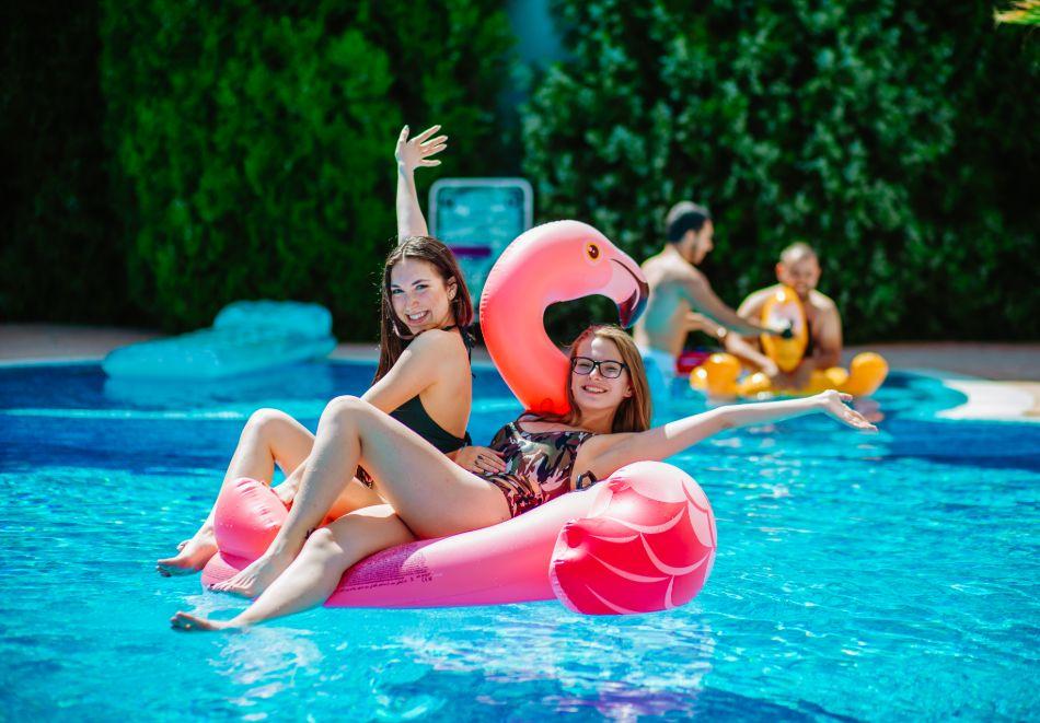 1, 2 или 3 нощувки на човек със закуски + басейн в Апарт хотел Магнолия Гардън, Слънчев бряг. Дете до 12г. - безплатно, снимка 10