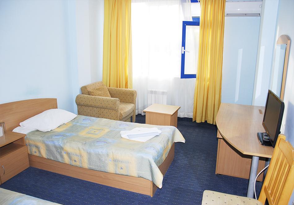 Майски празници в Балнео-хотел Свети Мина, Бургаски минерални бани! 3 или 5 нощувки на човек със закуски, обеди и вечери + балнео процедури или минерален басейн и СПА пакет, снимка 13