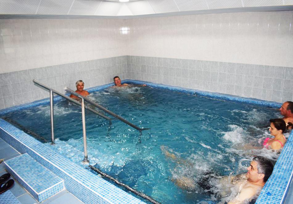 Майски празници в Балнео-хотел Свети Мина, Бургаски минерални бани! 3 или 5 нощувки на човек със закуски, обеди и вечери + балнео процедури или минерален басейн и СПА пакет, снимка 4