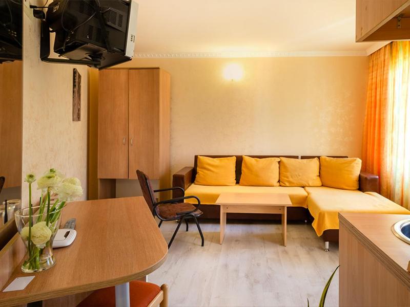Нощувка на човек със закуска в хотел Зевс, Поморие. Дете до 12г. - БЕЗПЛАТНО!, снимка 9