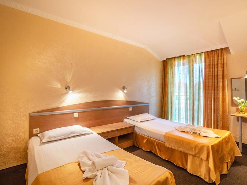 Нощувка на човек със закуска в хотел Зевс, Поморие. Дете до 12г. - БЕЗПЛАТНО!, снимка 8