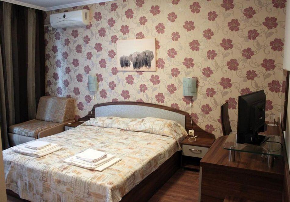 Нощувка на човек в къща за гости Иглика, Свети Влас, снимка 5