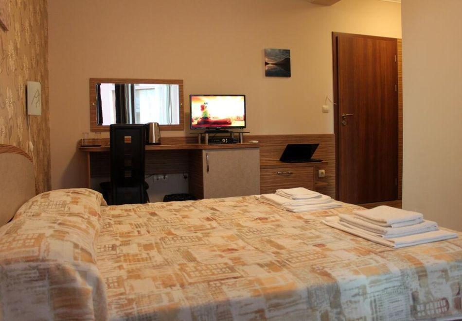 Нощувка на човек в къща за гости Иглика, Свети Влас, снимка 6