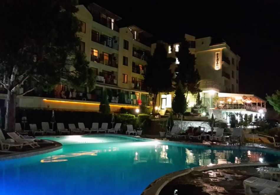 Лято в местност Чайка - Златни пясъци! Нощувка на човек на база All Inclusive + басейн и безплатен транспорт до плаж Кабакум от хотел Силвър, снимка 12