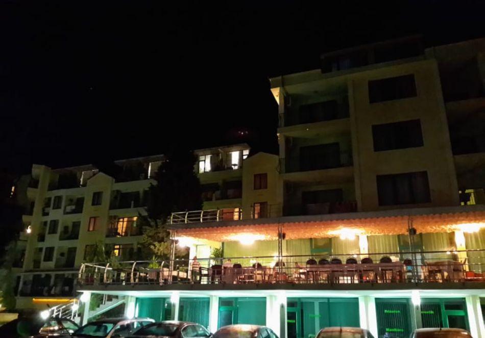 Лято в местност Чайка - Златни пясъци! Нощувка на човек на база All Inclusive + басейн и безплатен транспорт до плаж Кабакум от хотел Силвър, снимка 13