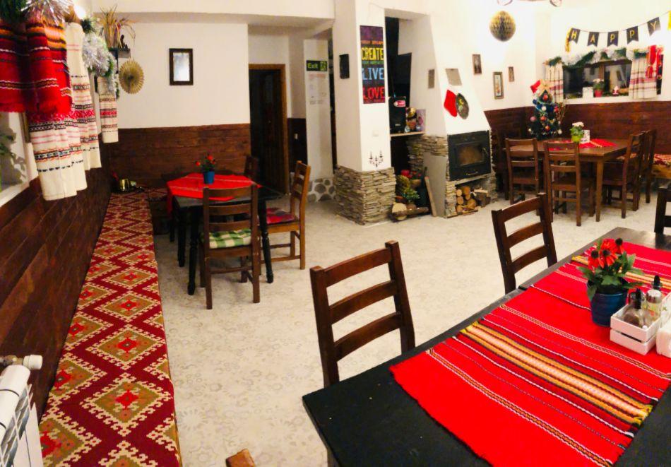 Нощувка за двама със закуска + минерален басейн в семеен хотел Карпе Дием, с. Баня, до Банско, снимка 9