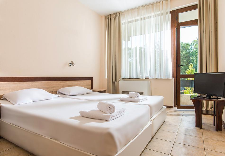 Нощувка на човек на база Аll inclusive + басейн в хотел Преслав***, Златни пясъци на 150 м. от плажа, снимка 5