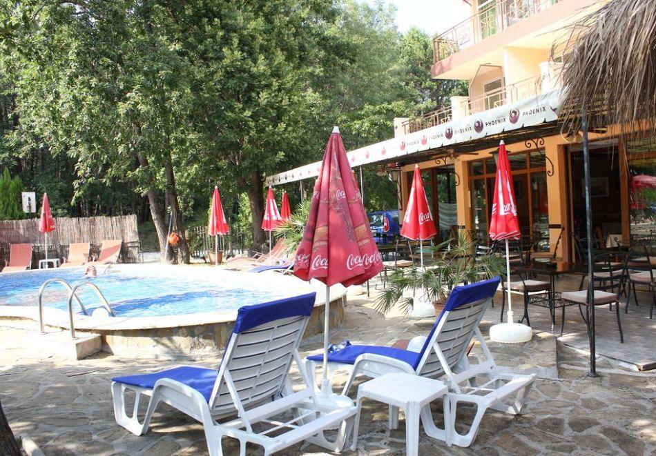 Нощувка на човек със закуска и вечеря + басейн в хотел Феникс, Китен, снимка 4