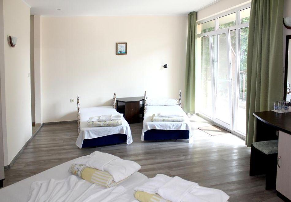 Нощувка на човек със закуска и вечеря + басейн в хотел Феникс, Китен, снимка 7