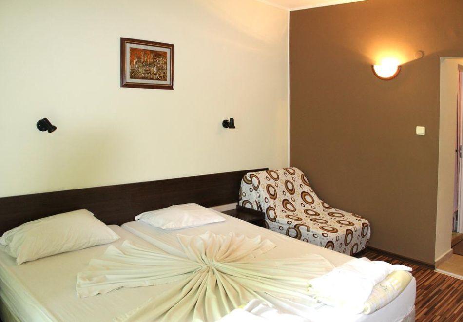 Нощувка на човек със закуска и вечеря + басейн в хотел Феникс, Китен, снимка 9