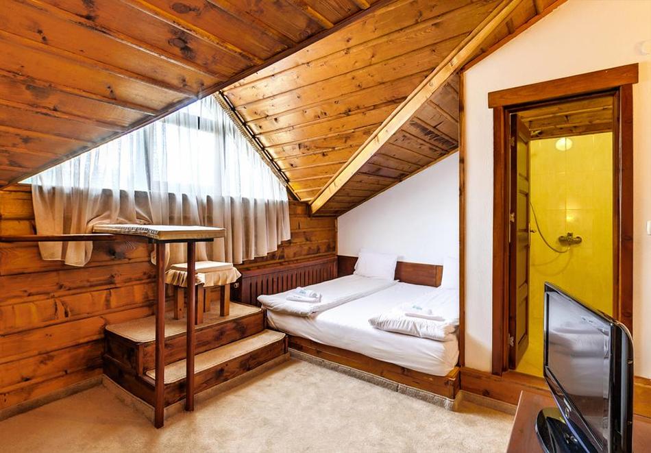 Три нощувки на човек със закуски и вечери + басейн и релакс център в хотел Лещен, с. Лещен, снимка 12