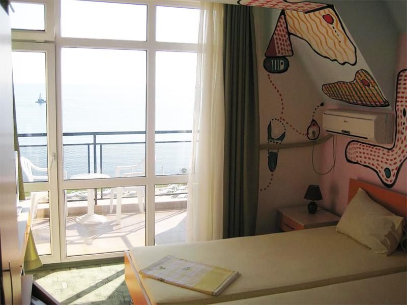 Нощувка на човек със закуска в хотел Кайлас, на 50м. от плажа в Ахтопол, снимка 7