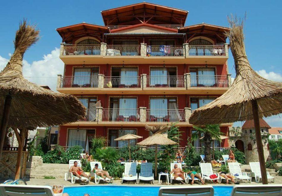Нощувка на човек със закуска + басейн в хотел Тропикана, Равда, снимка 3