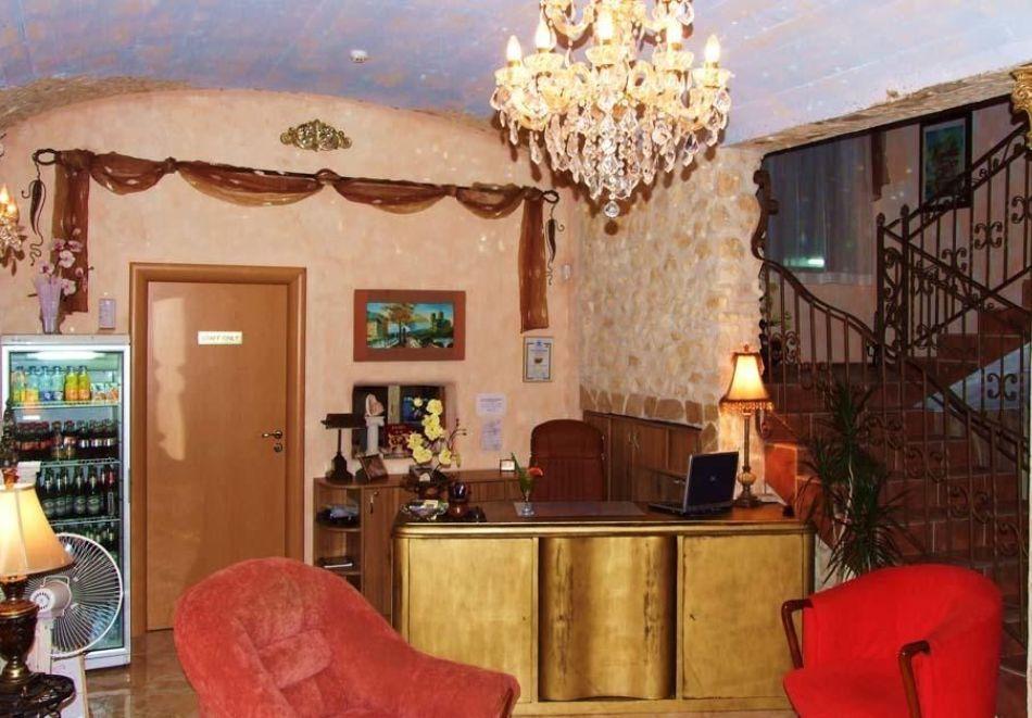 Нощувка на човек със закуска + басейн в хотел Тропикана, Равда, снимка 7