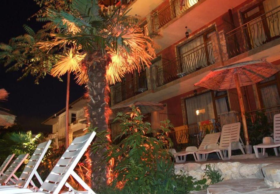 Нощувка на човек със закуска + басейн в хотел Тропикана, Равда, снимка 6