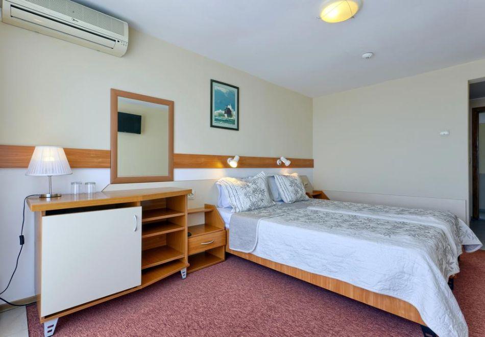 Нощувка на човек със закуска + 2 басейна в хотел Наслада***, Балчик, снимка 9