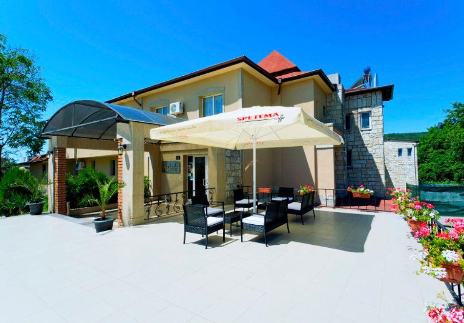 Нощувка на човек със закуска + 2 басейна в хотел Наслада***, Балчик, снимка 14