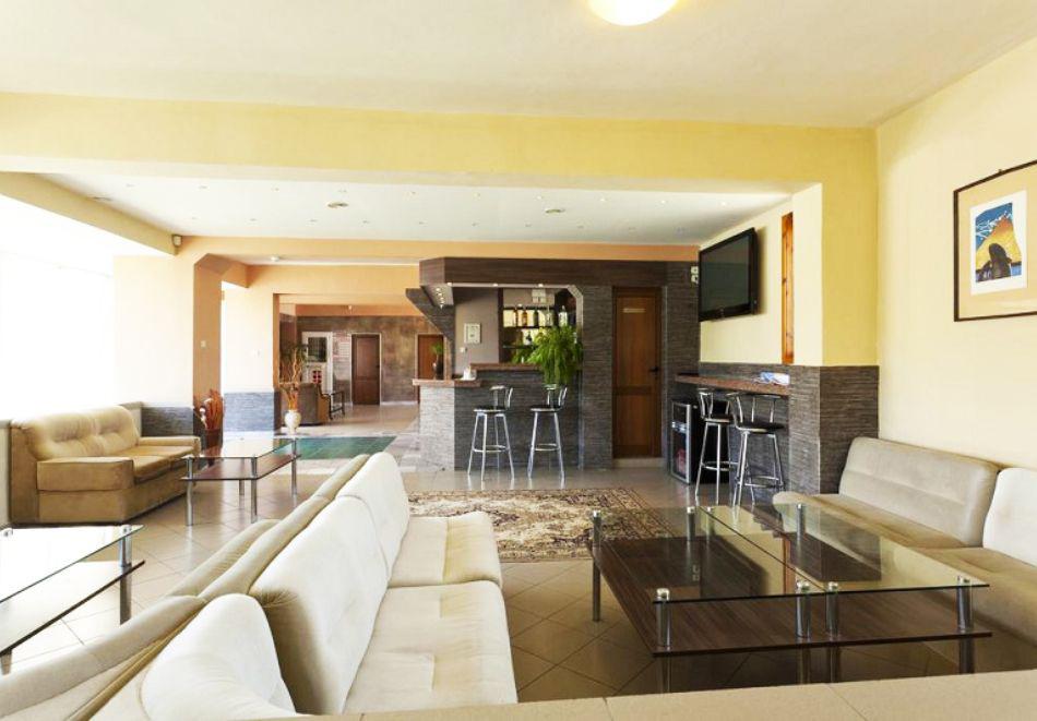 Нощувка на човек със закуска + 2 басейна в хотел Наслада***, Балчик, снимка 11