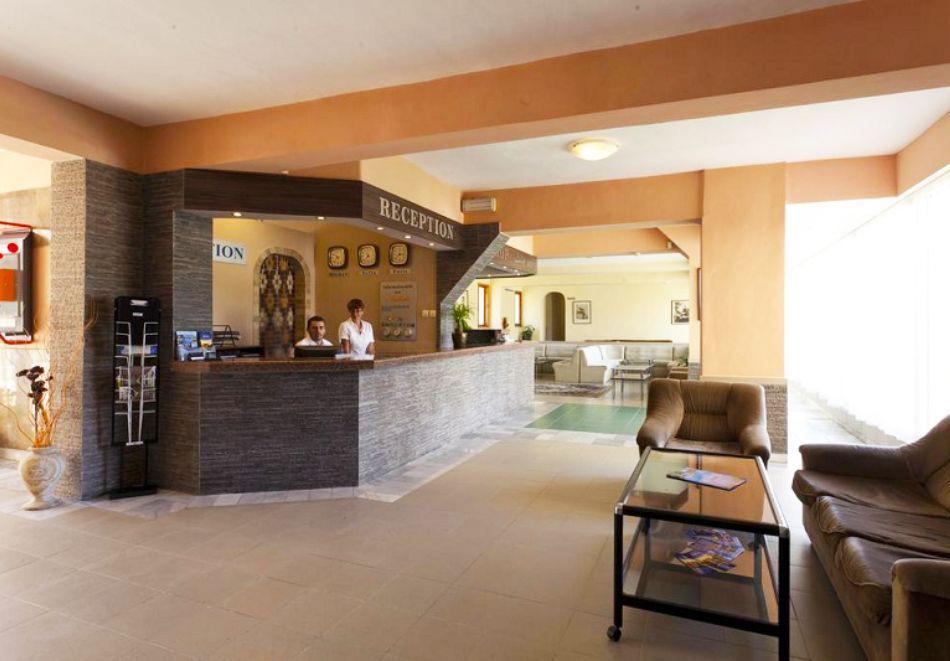 Нощувка на човек със закуска + 2 басейна в хотел Наслада***, Балчик, снимка 12